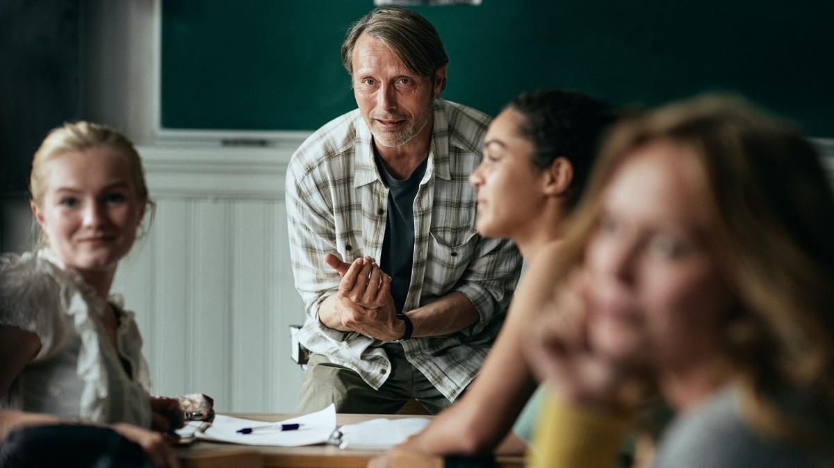 Martin (Mads Mikkelsen) teaching his high school history class.