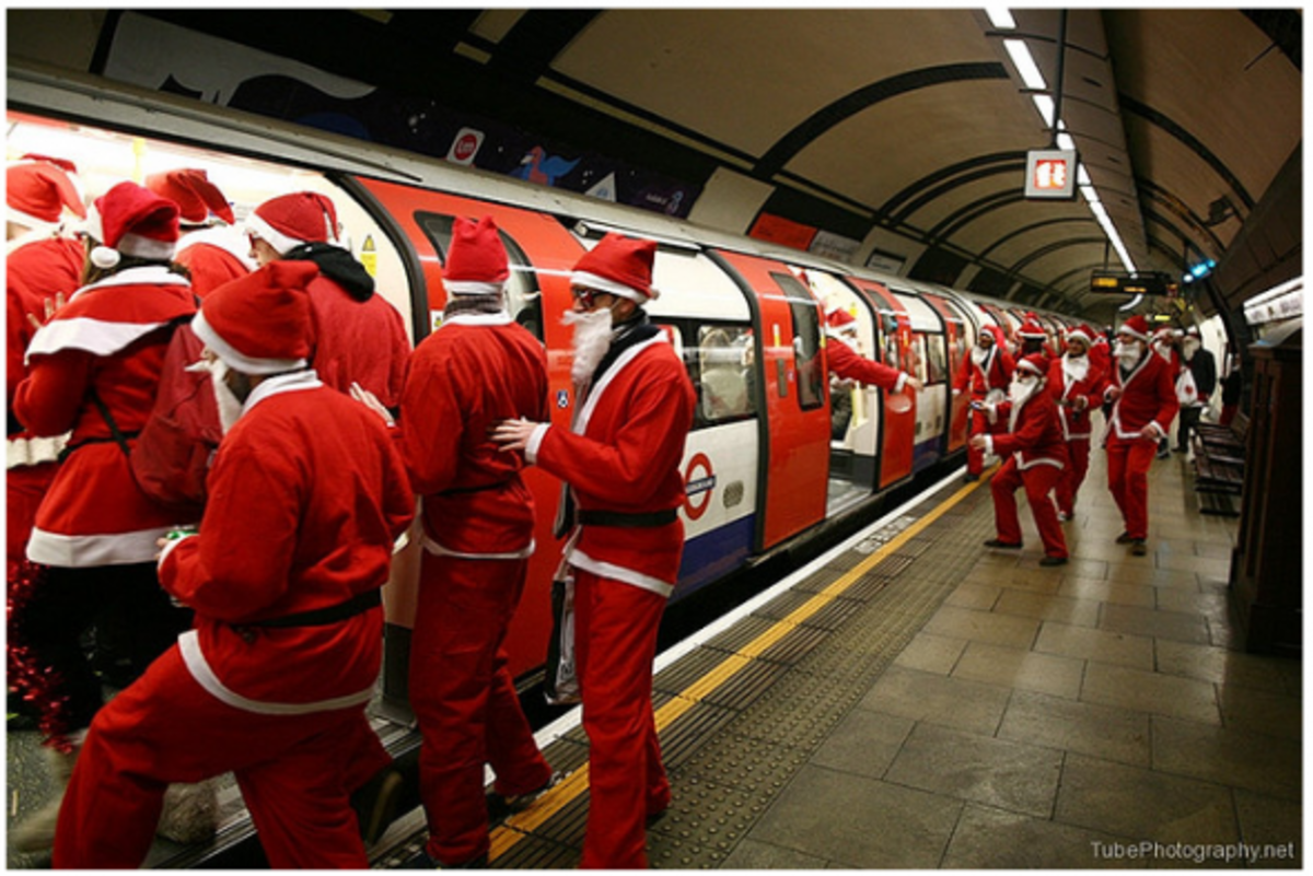Santacons are held all over the world at Christmas time, and they involve lots of people dressed as Santa running around cities giving out free gifts and hugs, and singing carols!