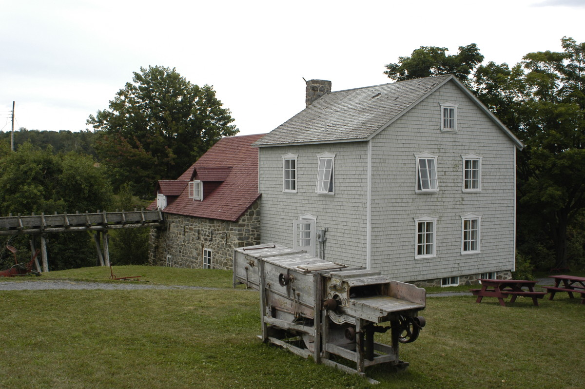 The mills on Isle-aux-Courdes are now a flour milling museum.