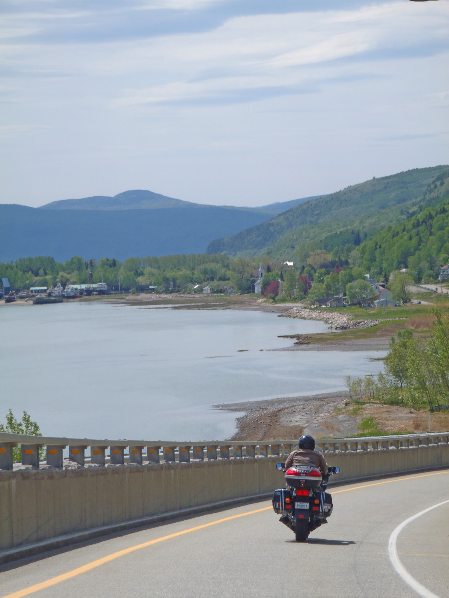 Riding down from Les Eboulements to St-Joseph-de-Rive on grades that reach 18%.  The Charlevoix is a beautiful region in which to ride.