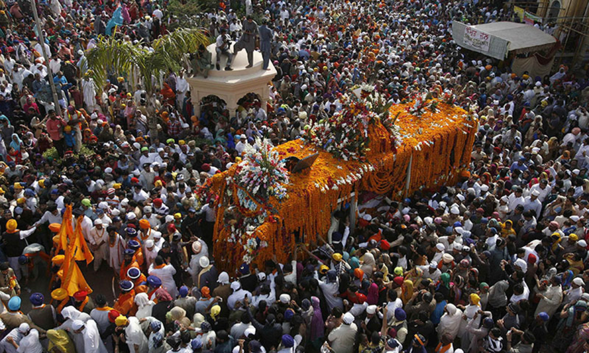 Sikhs celebrate gur purab in Pakistan