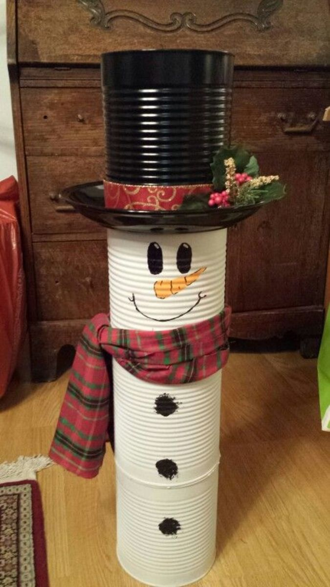 If you have extra can's, you can even create the rest of the Snowman.  So cute!