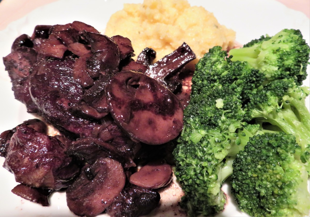Pork rib with red wine and mushrooms accompanied by polenta and broccoli
