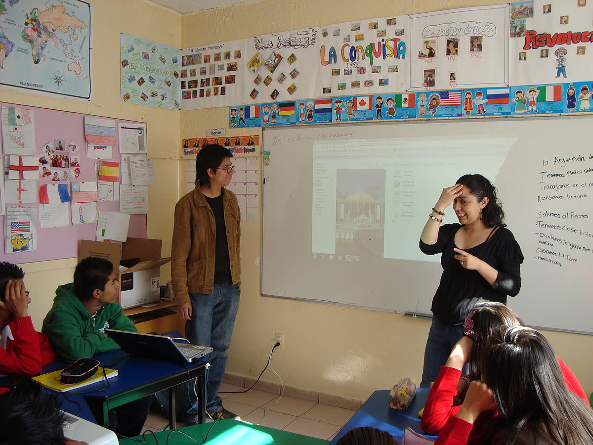 the-controversy-about-deaf-children-learning-sign-language