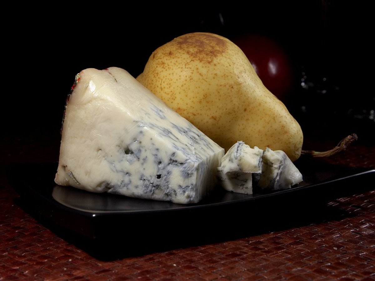 Gorgonzola with a perfectly ripe bosc pear