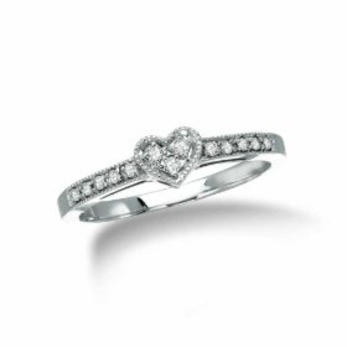 choosing a diamond promise ring for your girlfriend