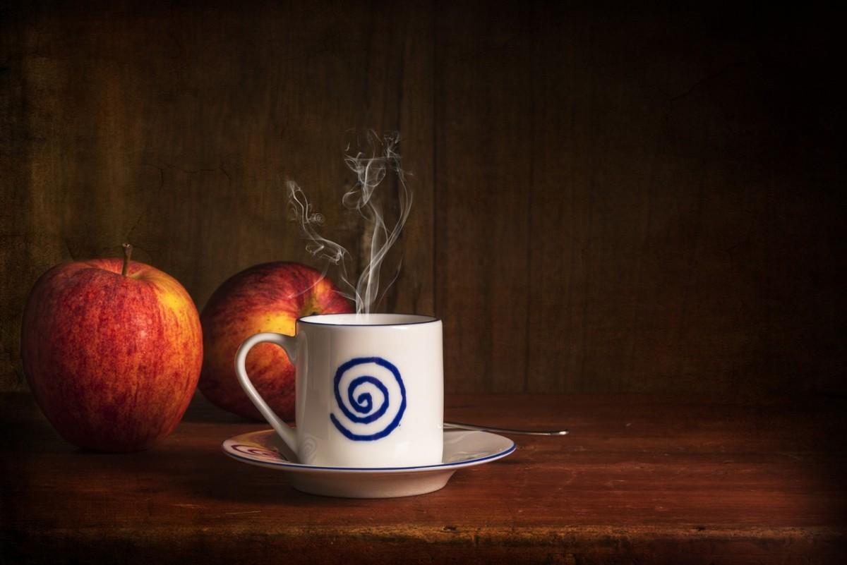 a mug of hot spiced apple cider