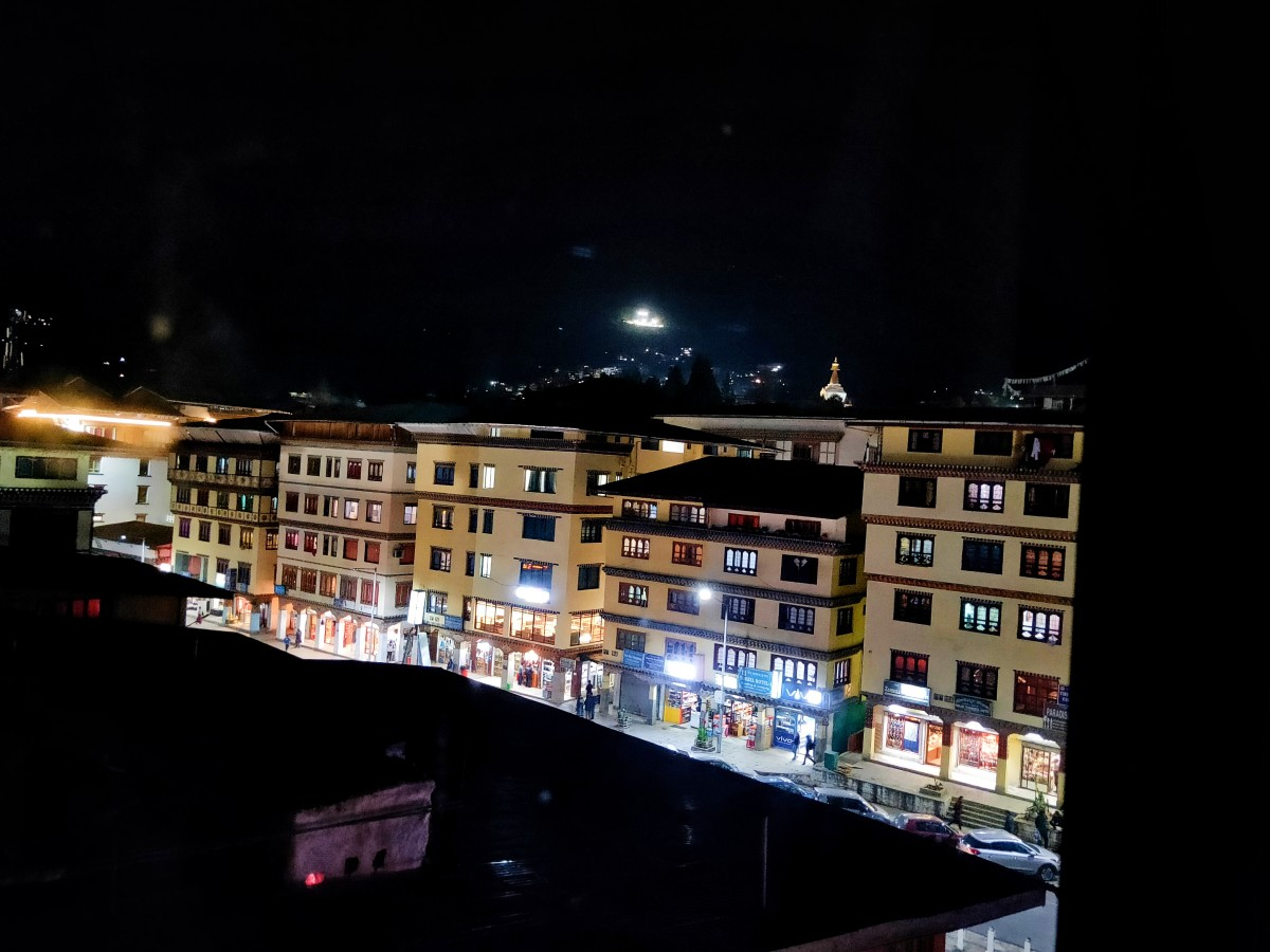 Night view of a part of the city