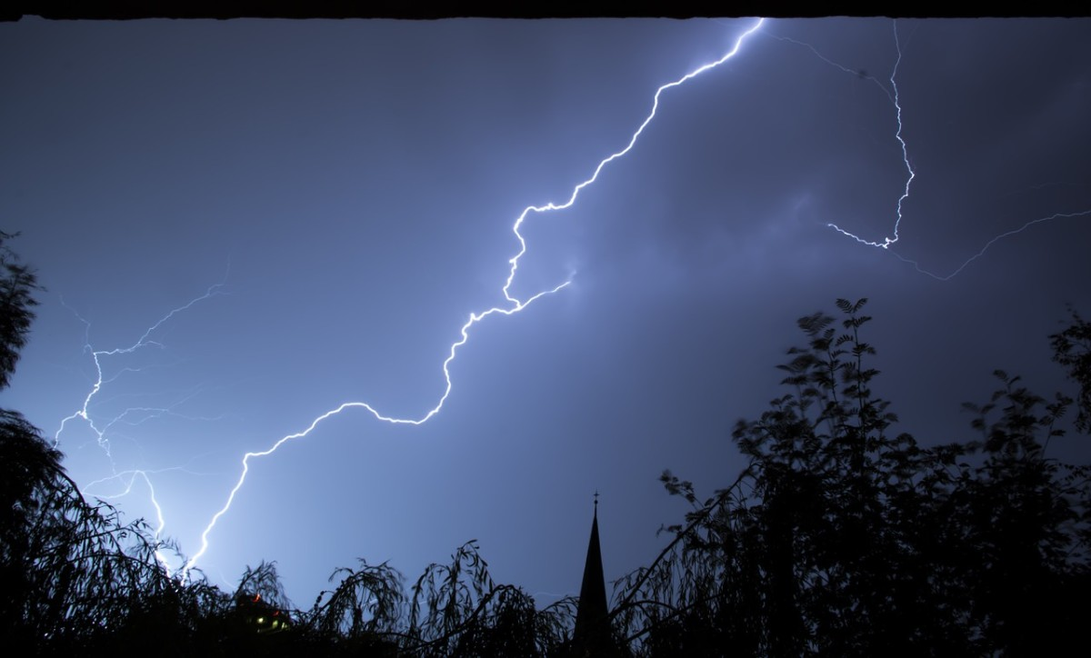 How Does Lightning Occur - What to Do When Lightning Strikes