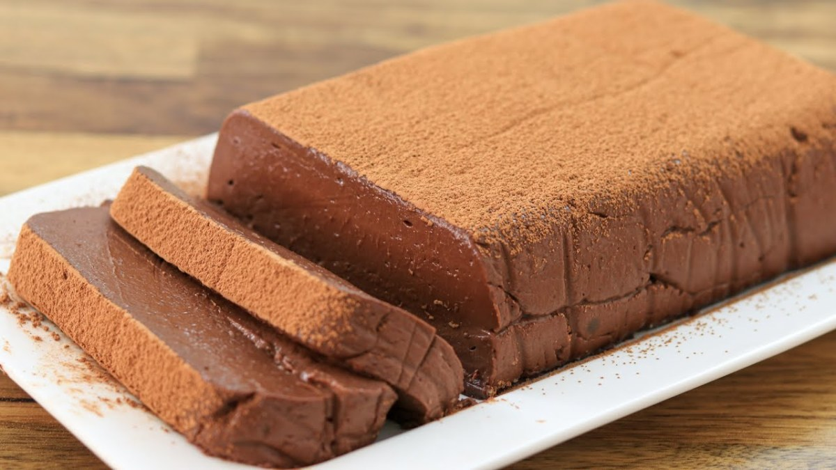 chocolate-mousse-no-bake-cake