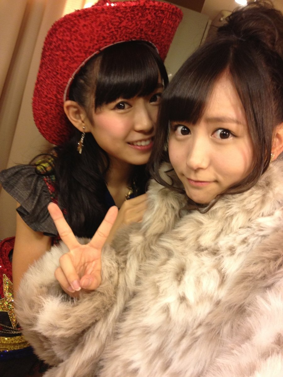 With Miyuki Watanabe (left). Mina Oba is all bundled up because she feels like she is cold but Miyuki is smiling and looks as happy as ever.