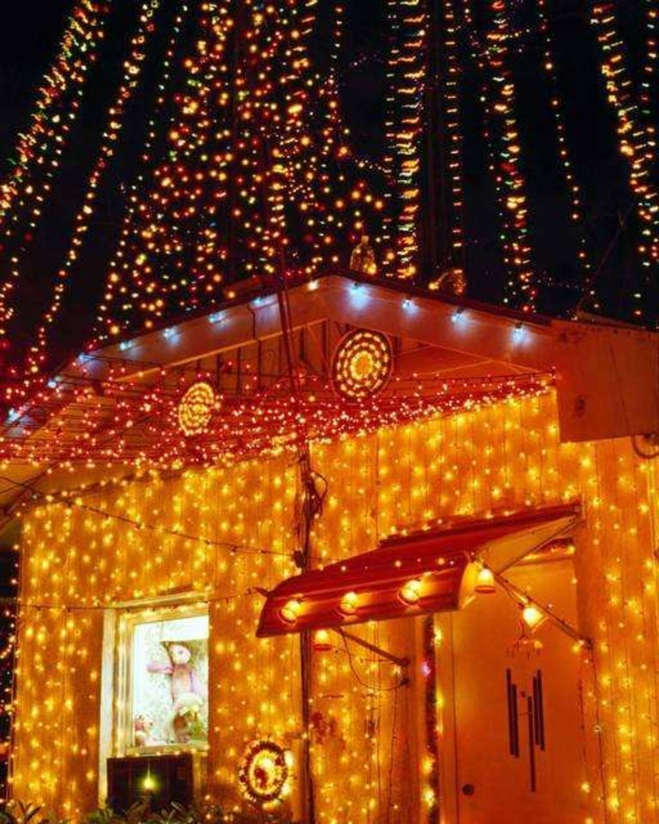 15 Signs That You've Gone Too Far with Your Christmas Lights Display