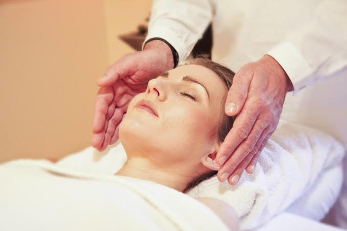 Healing by the Reiki therapy