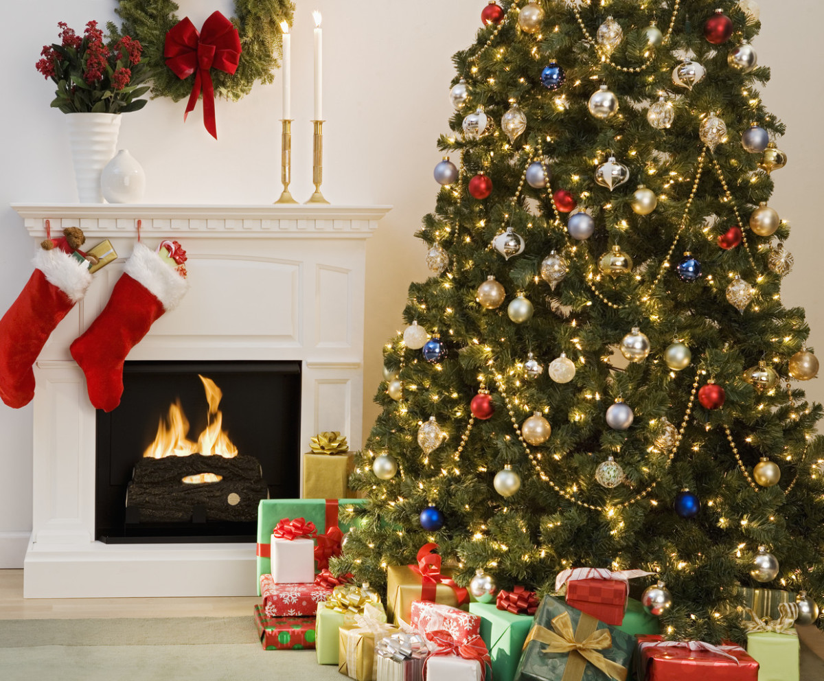 Christmas Tree Wallpaper with Presents