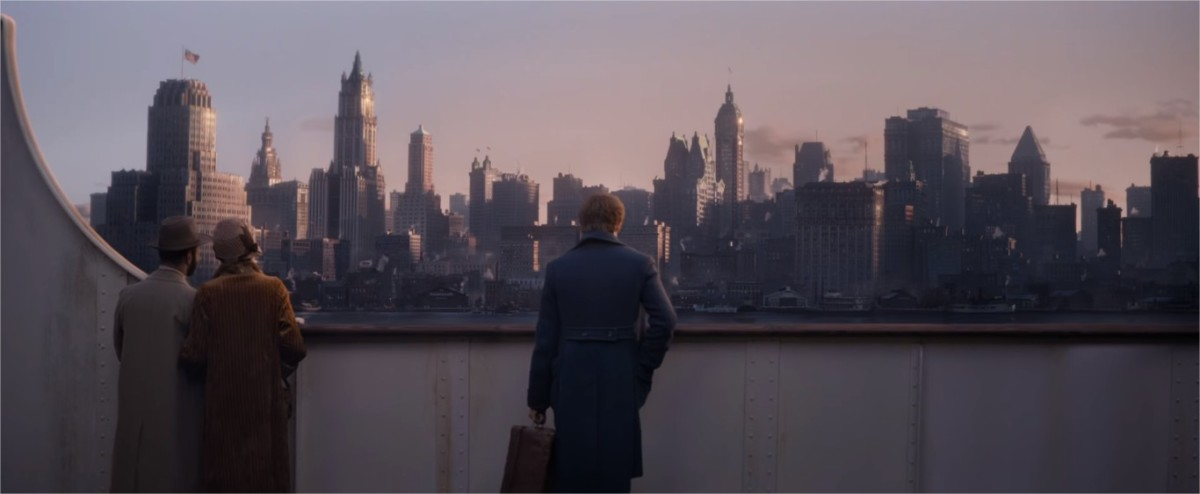Newt heads to New York City with a magic briefcase full of dangerous magical creatures | Harry Potter Spinoff Series Fantastic Beasts and Where to Find Them (2016)