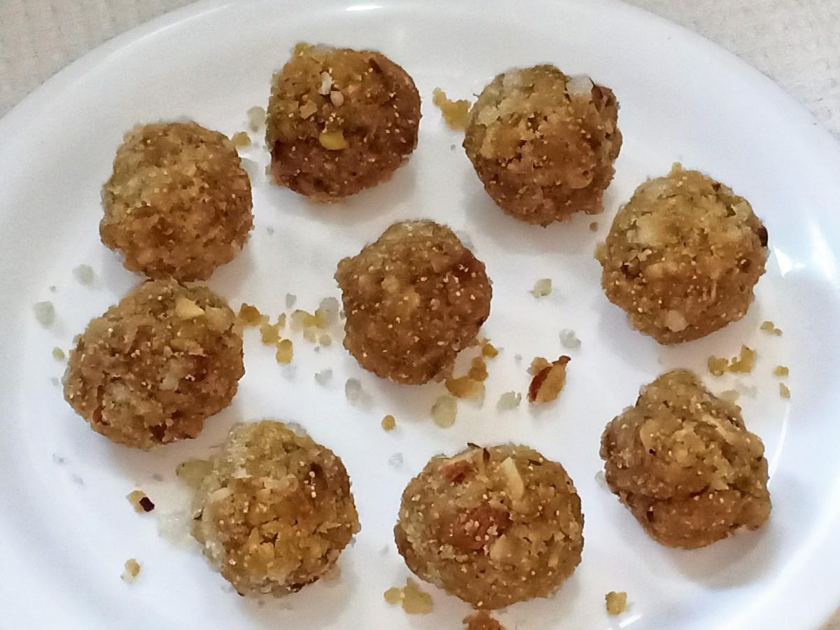 Gond Ke Ladoo (Edible Gum Sweet Balls)