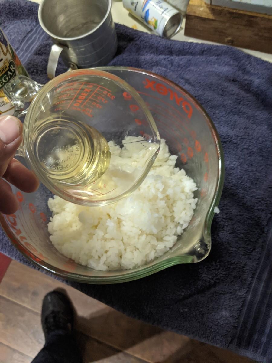 Pour vinegar into rice
