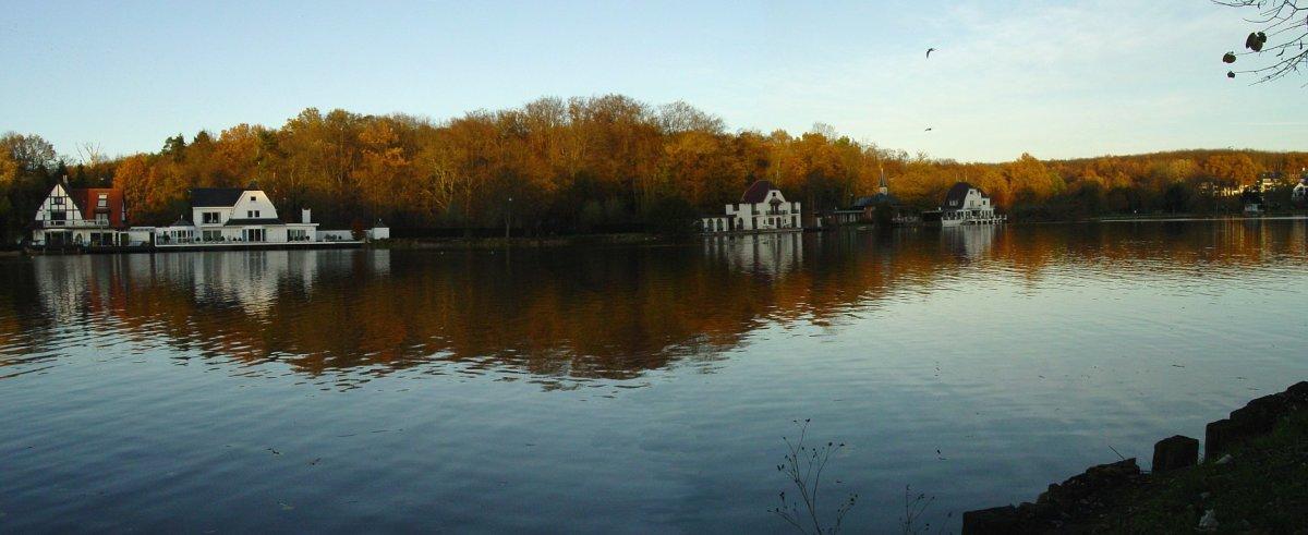 The Lac de Genval. Composite of two photographs taken by David Edgar