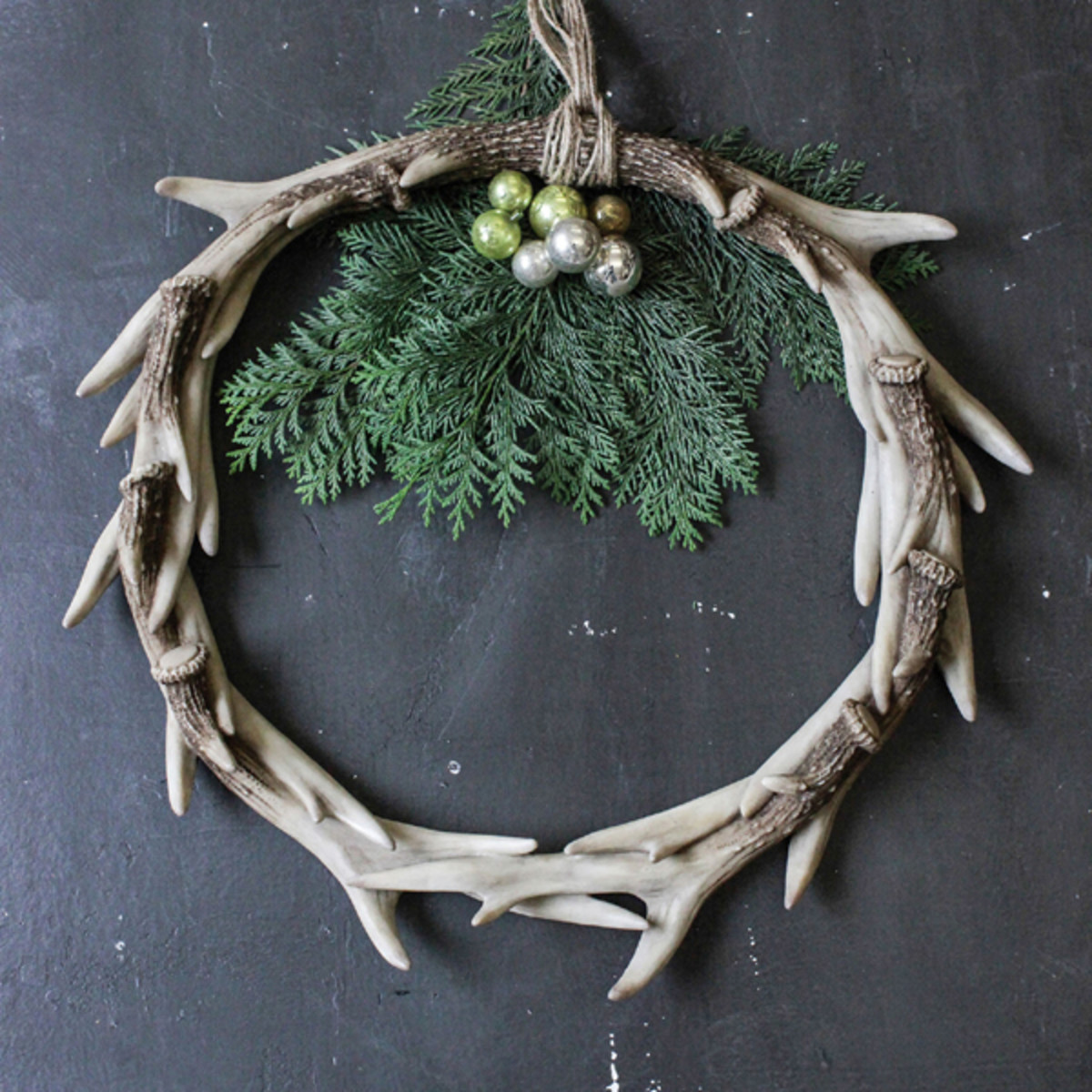Simple and classic antler holiday decor!