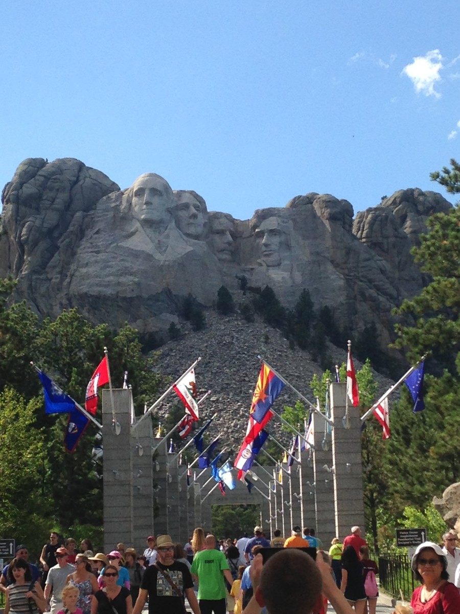 The entrance to the Mount Rushmore National Monument includes all the state flags.