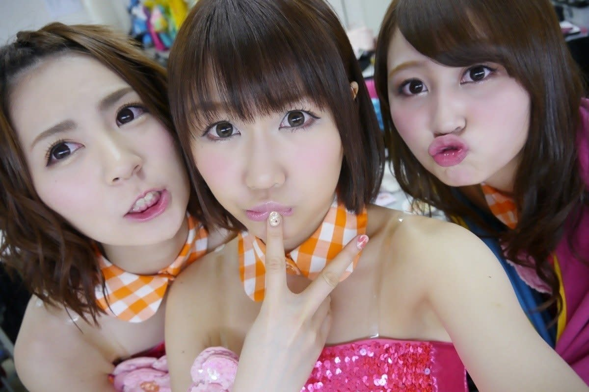 With Mika Komori (left) and Ayaka Kikuchi (right).