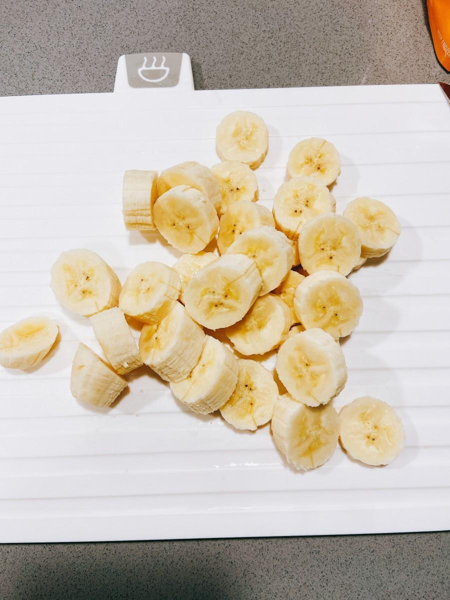 Sliced bananas.