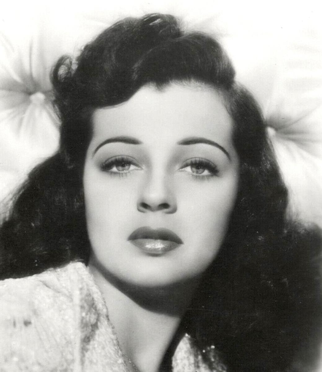Gail Russell postcard photo circa 1950s.