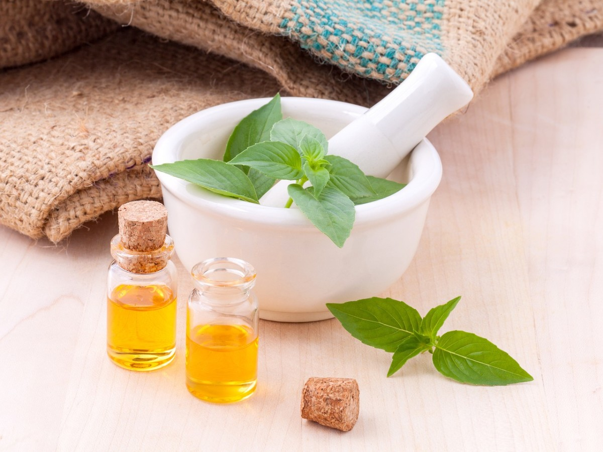 How to Make Herbal and Aromatherapy Anointing Oils