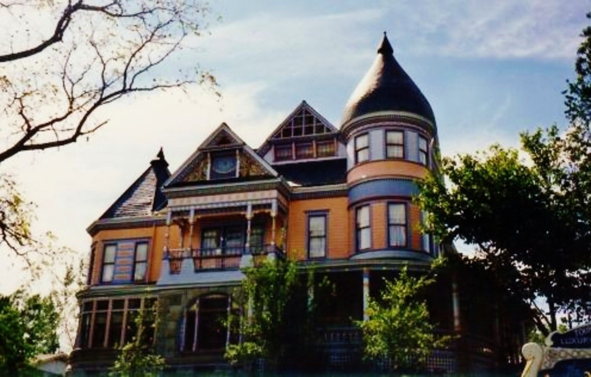 The Queen Anne Mansion in Eureka Springs