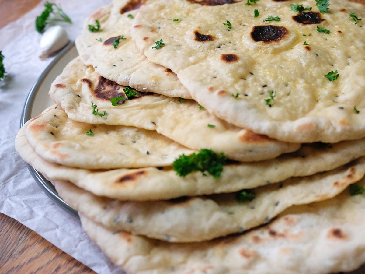 Vegan garlic naan bread