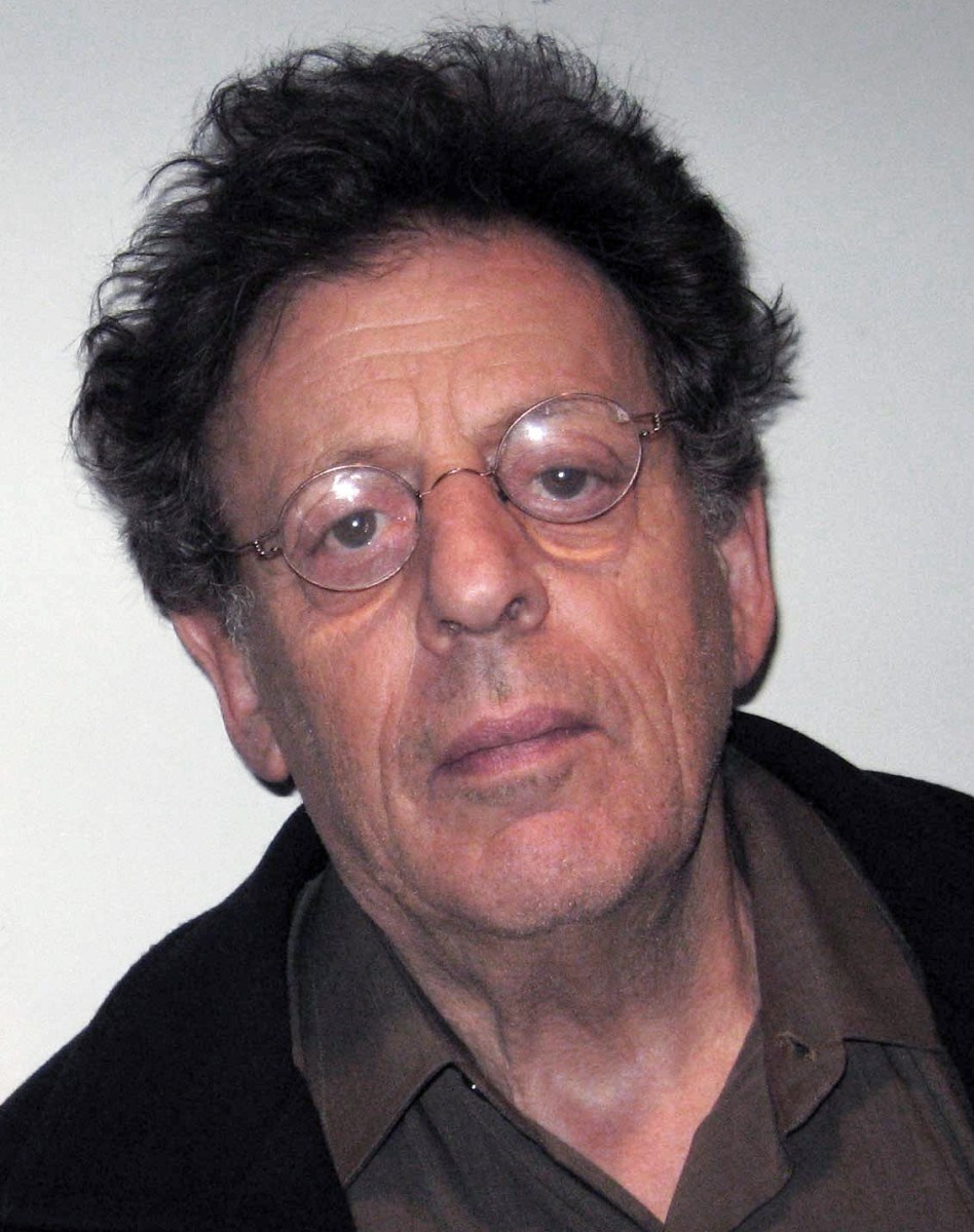 Photograph of Philip Glass in 2007.