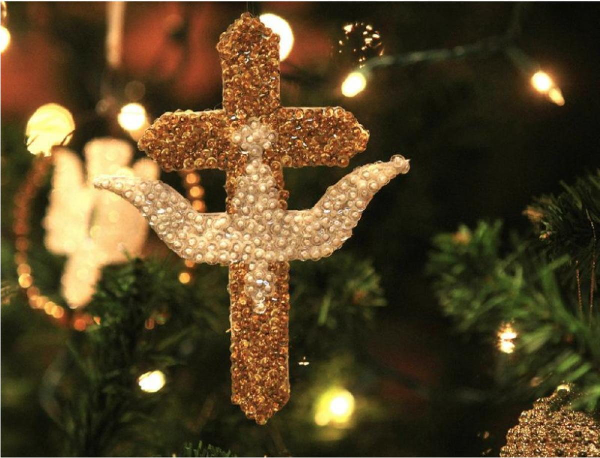 Trefoil Cross With Dove