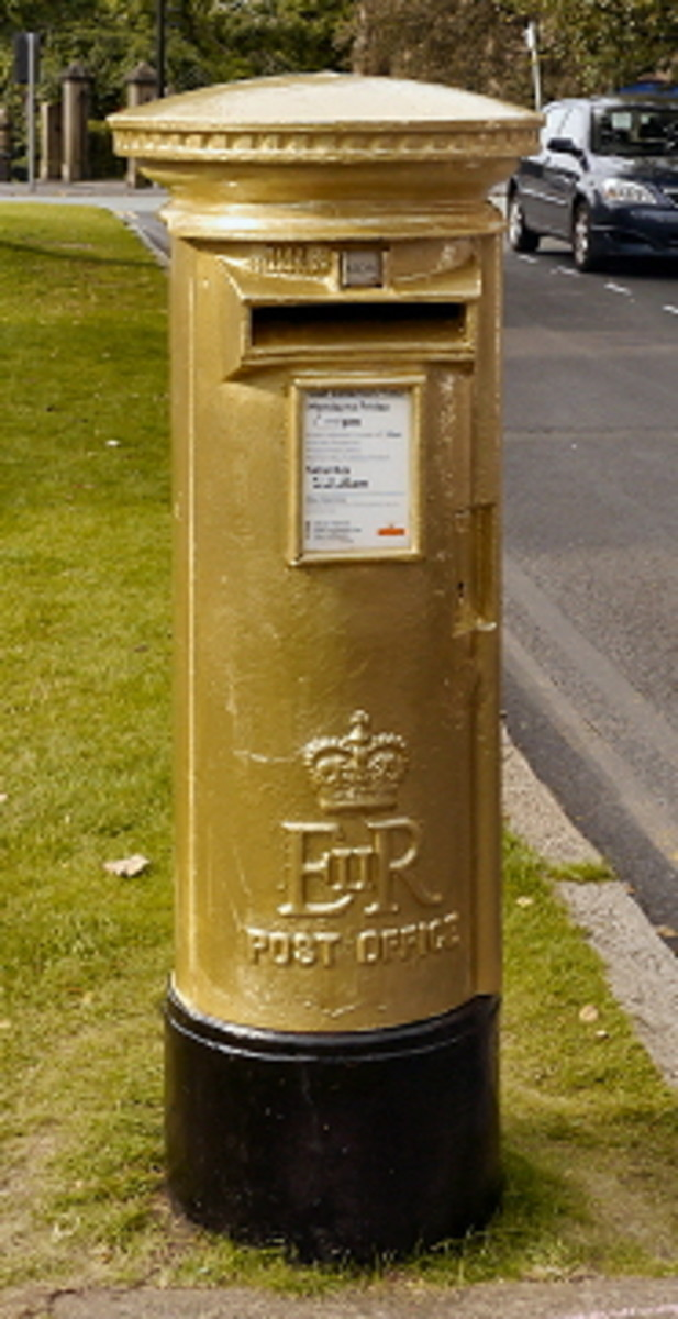 Elizabeth II Postbox: Painted in gold after the Olympics 2012 win of Bradley Wiggins.
