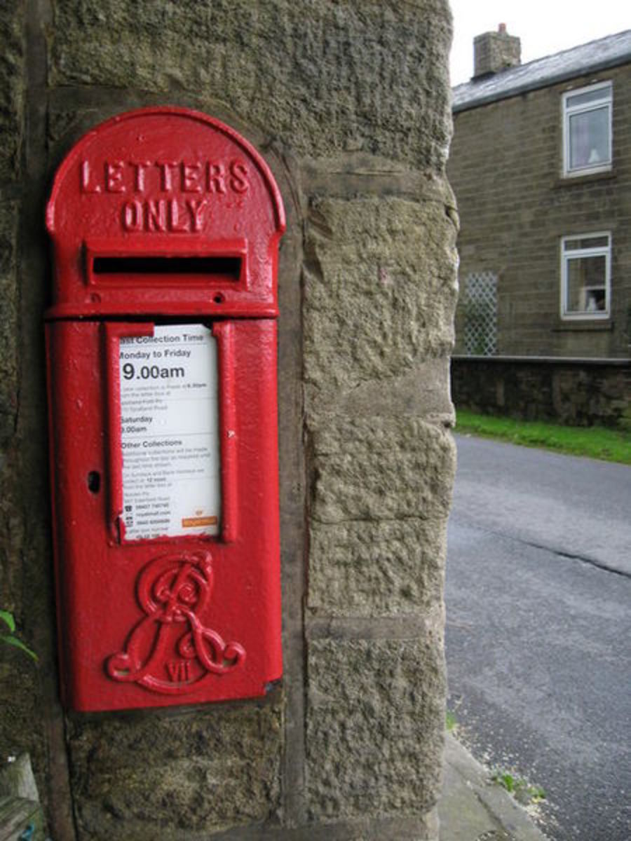 Antique Architectural Post Boxes: An Edward VII postbox embedded in the wall of a house.    CC BY-SA 2.0