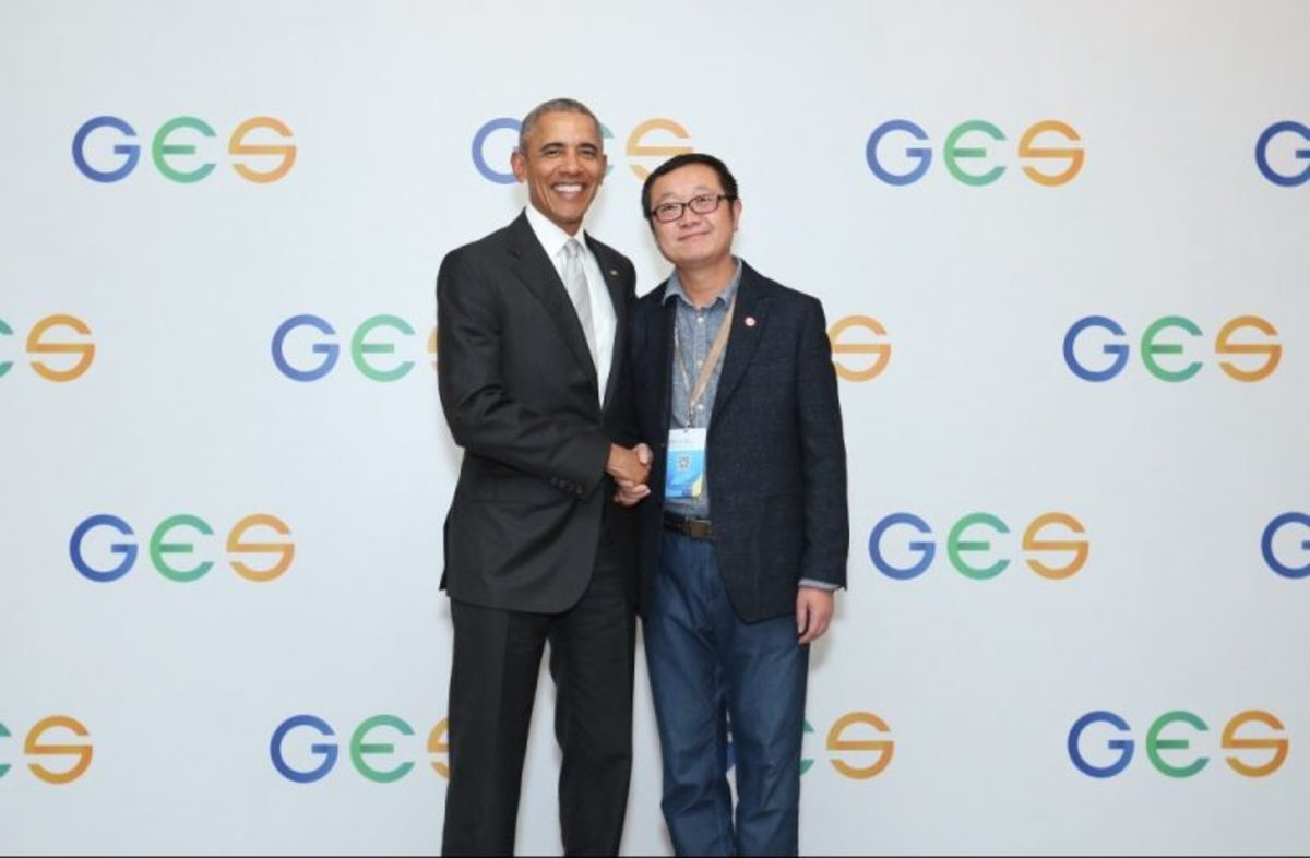 Two different worlds beneath the same star - American President  Obama and Chinese author Cixin Liu make friends.