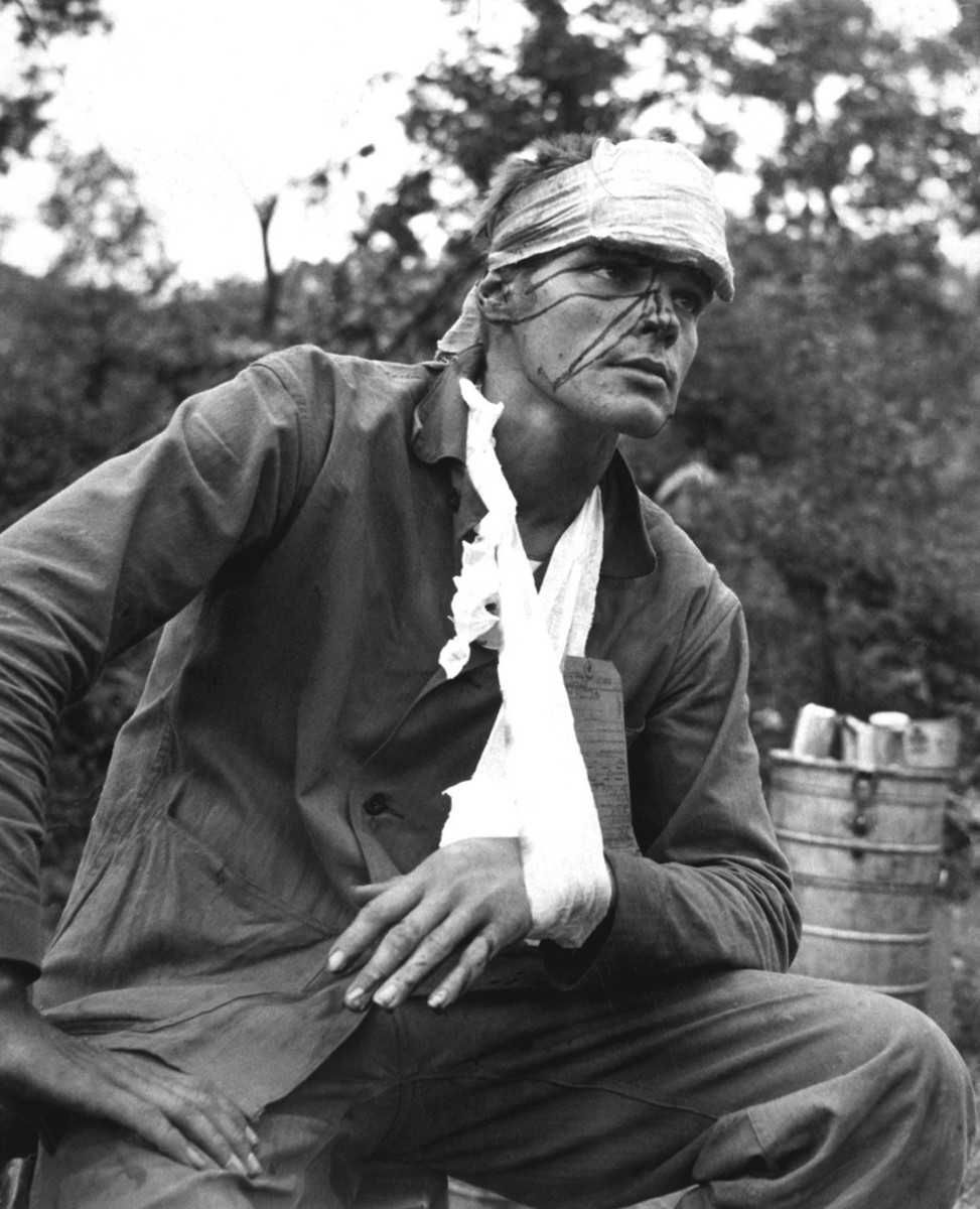 WOUNDED SOLDIER IN THE KOREAN WAR