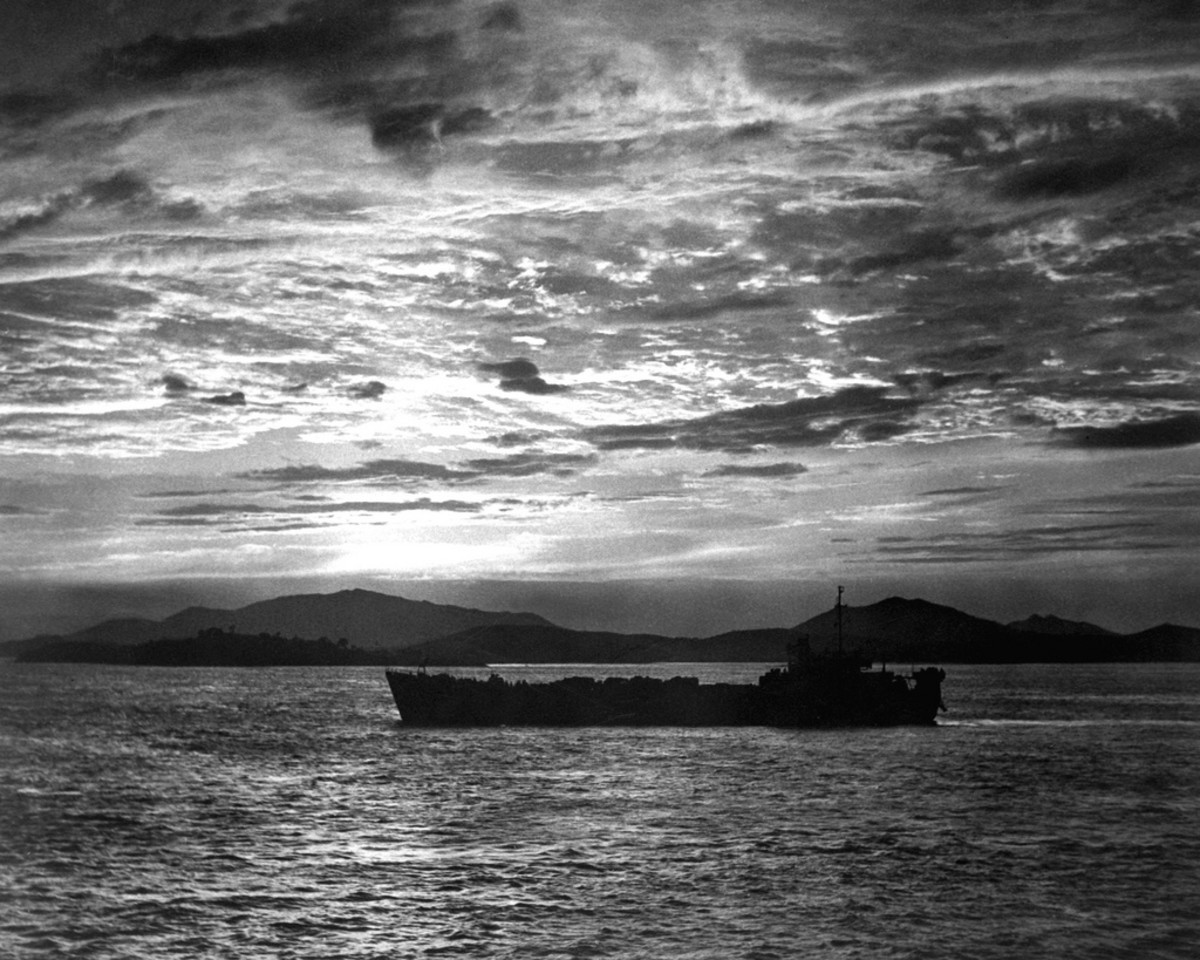 FIRST AMERICAN SHIP APPROACHES INCHON