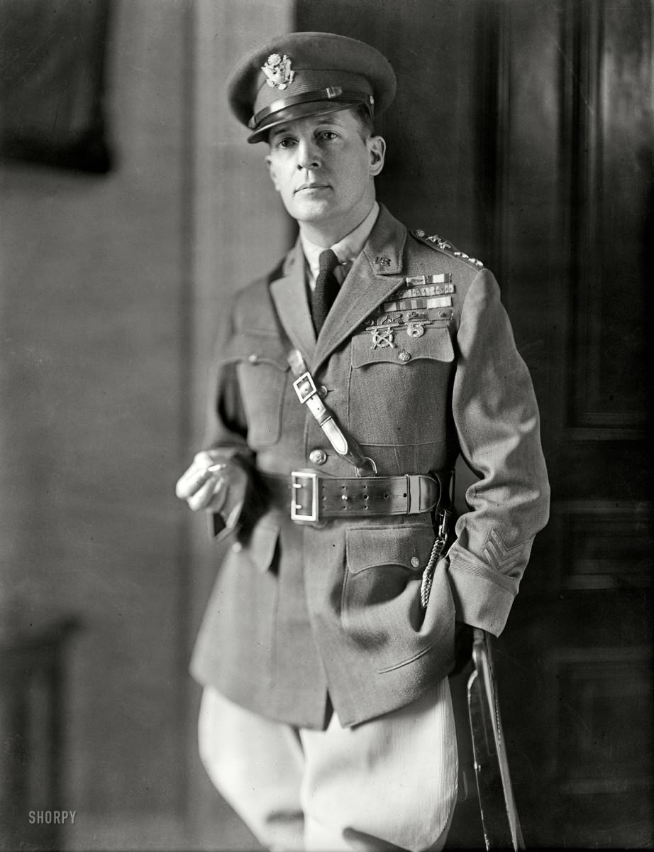 GENERAL DOUGLAS MACARTHUR (1930)