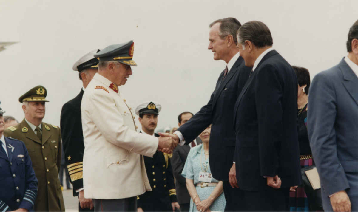 Former President Pinochet as Commander-in-Chief and President Aylwin met with U.S. President George H. W. Bush in 1990.