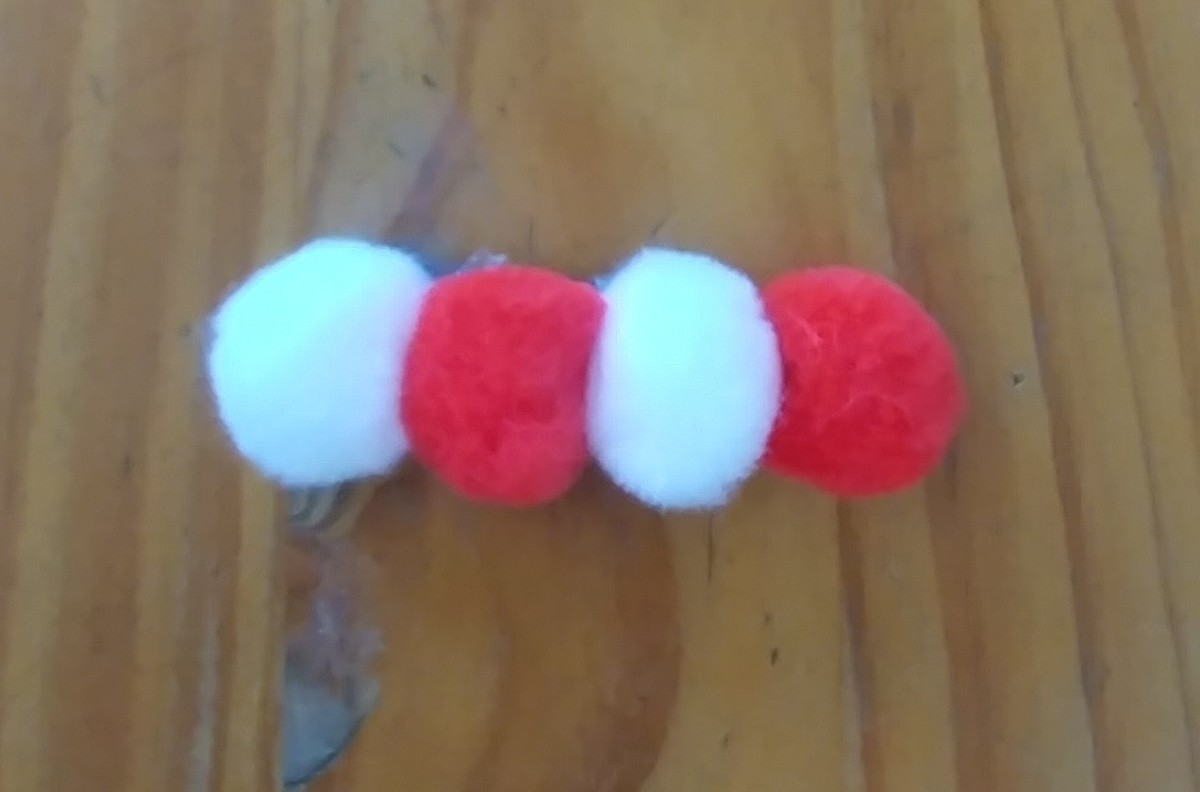 Just the pom poms can also be glued onto the clip.