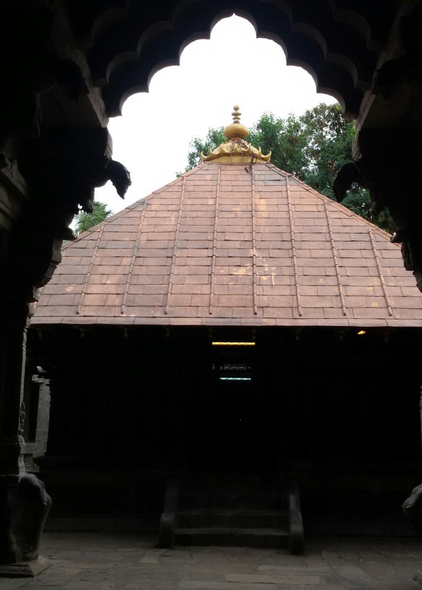 """THAMIRA SABHAI"" or Copper Dance Hall (Nellaiappar temple, Tirunelveli) -- 08 degrees 43 minutes 41 seconds North, 77 degrees 41 minutes 43 seconds East."