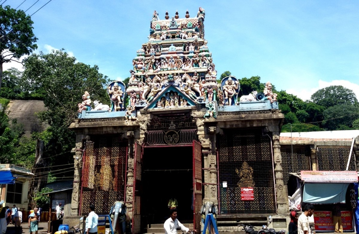 """""""CHITHIRA SABHAI"""" or Picture Dance Hall (KUTRALANATHAR temple, Courtallam) -- 08 degrees 55 minutes 45 seconds North, 77 degrees 16 minutes 09 seconds East."""