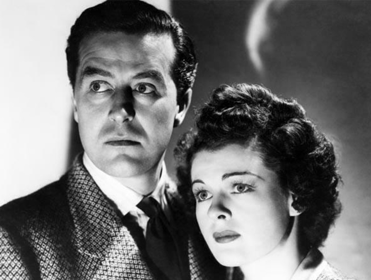 Ray Milland and Ruth Hussey stars a siblings Roderick and Pamela Fitzgerald in The Uninvited