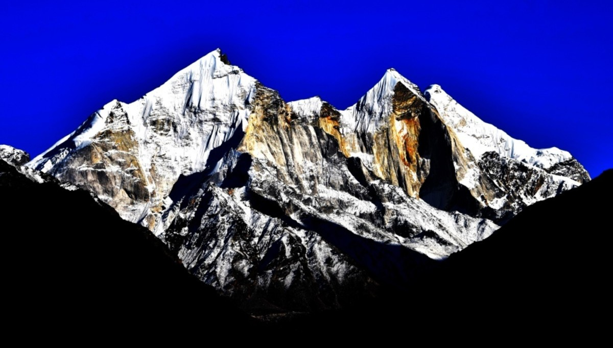 The co-ordinates of Bhagirathi I are 30 degrees 51 minutes North, 79 degrees 08 minutes 57 seconds East; those of Bhagirathi II are 30.88219 degrees North, 79.13349 degrees East.
