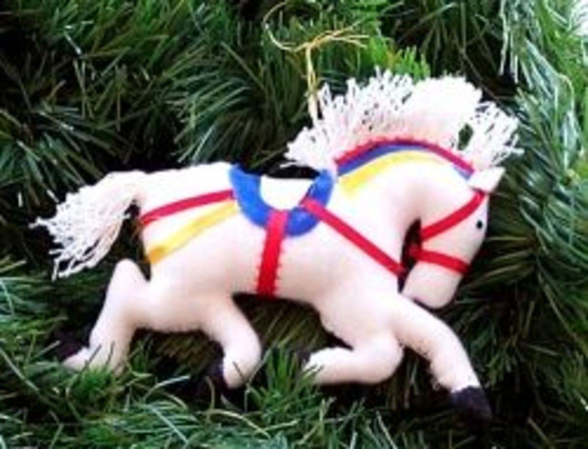 felt-carousel-christmas-tree-ornaments