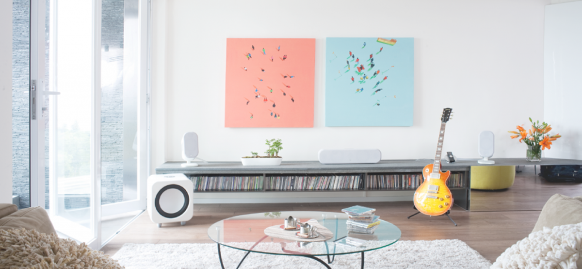 Color contrasts and juxtapositions help bring out Aquarius vibes.