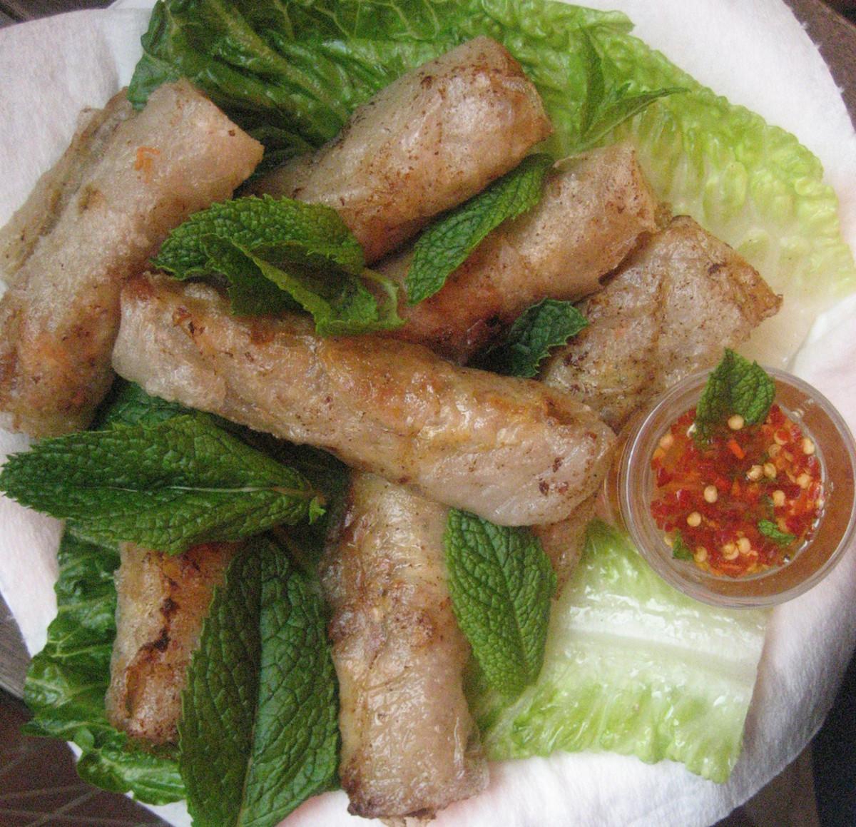 Easy and Tasty Vietnamese Spring Rolls Recipe (Cha Gio/Nem Ran)
