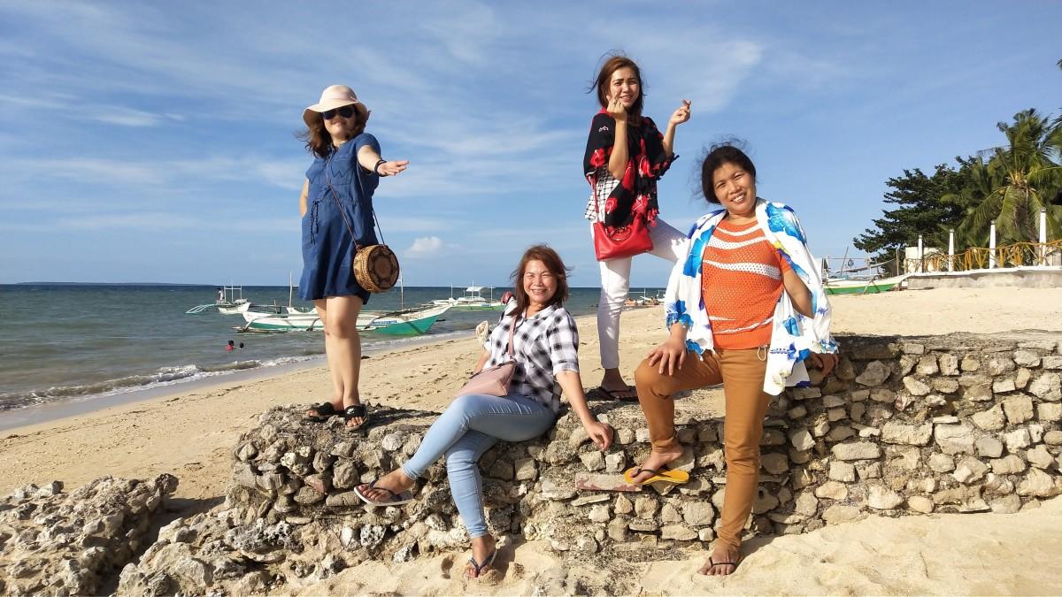 My Family and Relatives taking a pose at Paradiso Beach Resort, Kawit, Medellin, Cebu