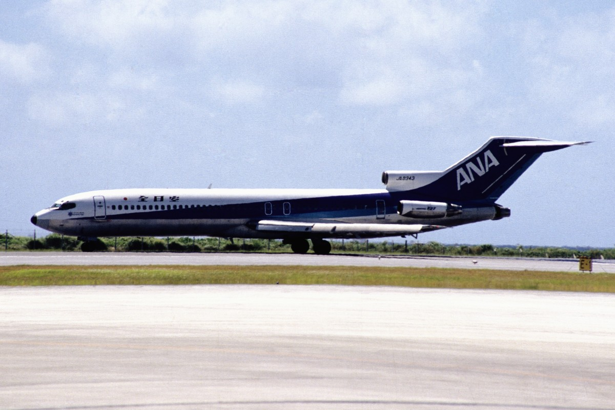 An ANA Boeing 727 similar to the accident aircraft
