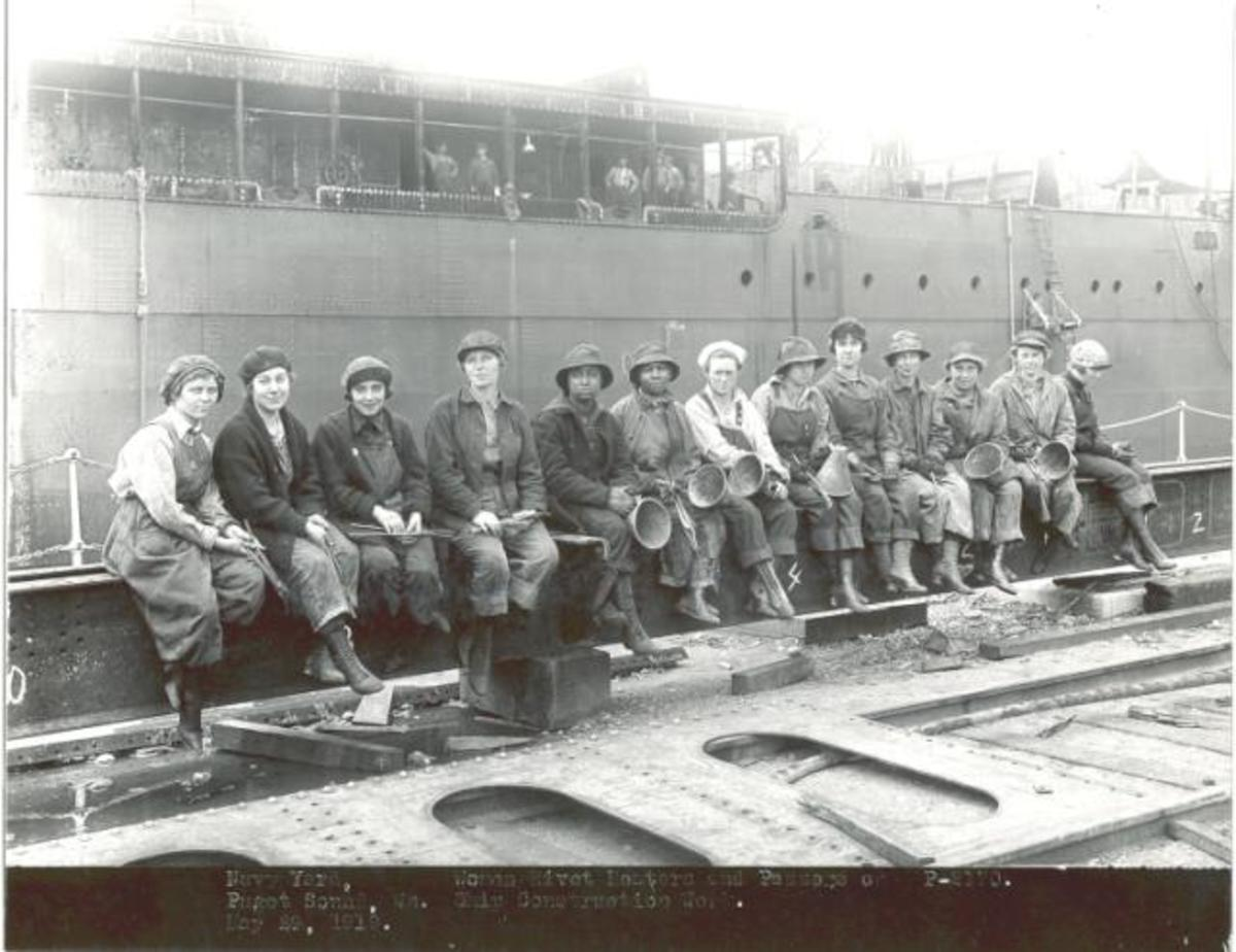 Workers at the shipyard during WWII.